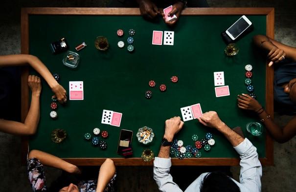 Memainkan Gambar Poker